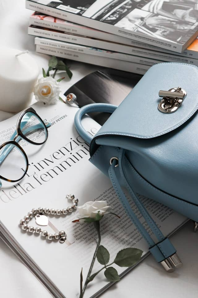 4-What Handbags Sell Well Online