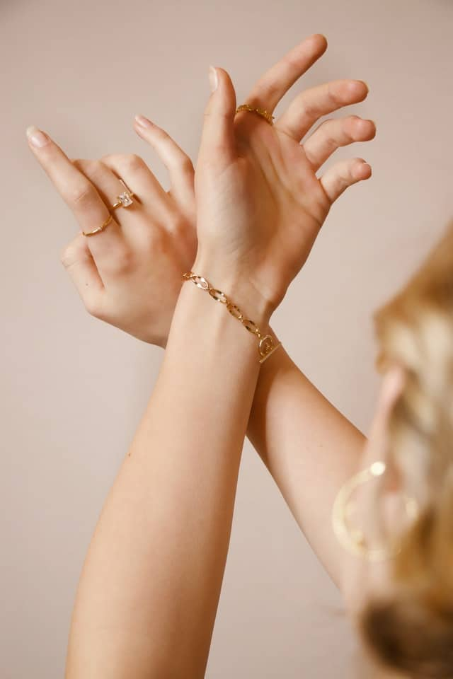 4 What Jewelry Sells Well Online